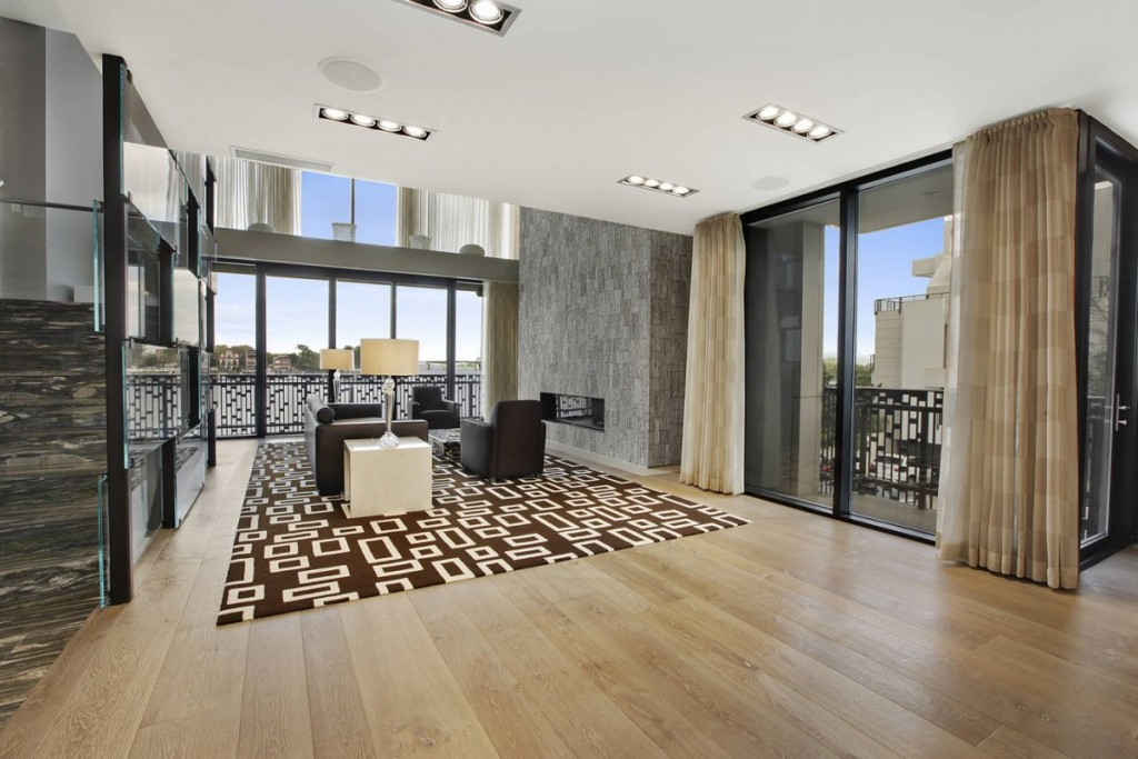 many-of-them-have-stunning-floor-to-ceiling-windows-looking-out-on-the-water